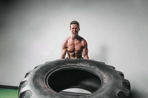 man-lifts-tire-exercise_4460x4460